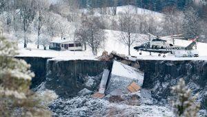 Jordskredet som dragit med sig flera hus.