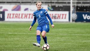 Damlandslagsspelaren Anna Auvinen.