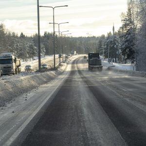 Liikennettä Hämeenlinnanaväylällä Kehä I jälkeen Helsingin suuntaan tammikuun lopulla.
