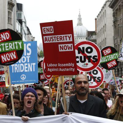 Demostranter i London.