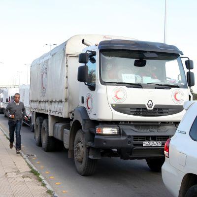 Avustusrekkoja lähdössä matkaan kohti piiritettyjä Madayan ja al-Zabadanin kaupunkeja.