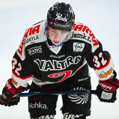 JYP-spelaren Jerry Turkulainen.