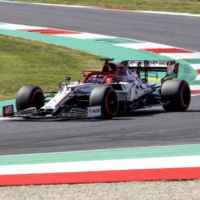 Kimi Räikkönen kör på Mugello.