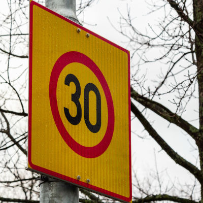 30 km/h nopeusrajoituskyltti