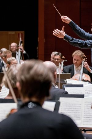 kapellimestari Dima Slobodeniouk johtaa Sinfonia Lahtea