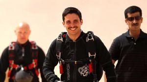 Den förre kronprinsen Hamzah bin Hussein meddelade själv att han har försatts i husarrest.