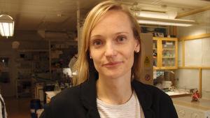 Hanna Karlsson, docent i toxikologi, forskar i hur lungorna påverkas av nanopartiklar.