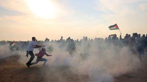 Också i fredags förekom demonstrationer på Gazaremsan intill gränsen mot Israel, men de var mindre våldsamma än många tidigare fredagar.