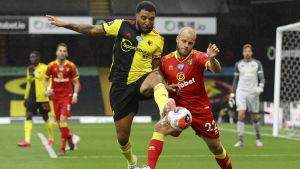 Teemu Pukki förlorar närkamp i matchen mot Watford.