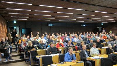 Fullt i salen när Porkalabor får information om planerna på en nationalpark.