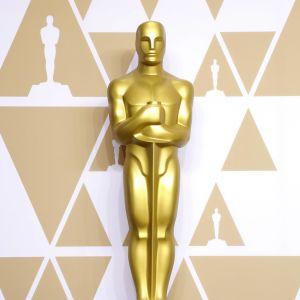 Guldfärgad Oscarsstaty