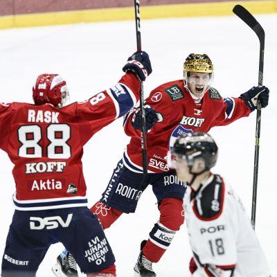 Erik Thorell firar ett mål.