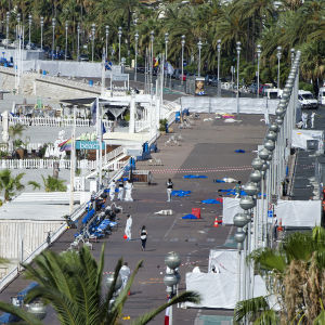 Strandpromenaden i Nice avspärrad efter lastbilsattack.