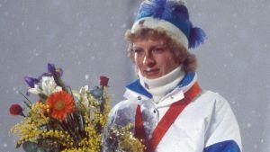 Marja-Liisa Kirvesniemi (Hämäläinen) på prispallen i Sarajevo 1984.