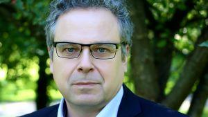 """Docent Mikko Majander har piblicerat en ny rapport för tankesmedjan magma med rubriken """"Är Sverige en förebild för Finland? """""""
