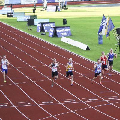 Det var tomt på bana 6 i herrarnas final på 100 meter efter Jonathan Åstrands tjuvstart.