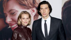 Paret Adam Driver och skådespelaren Joanne Tucker.