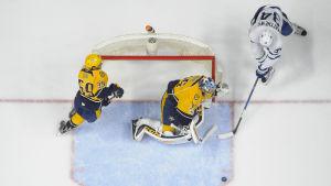 Pekka Rinne räddar Auston Matthews skott, våren 2017.
