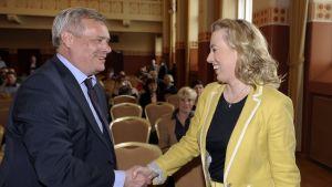 Antti Rinne och Jutta Urpilainen kandiderar för ordförandeposten i SDP.