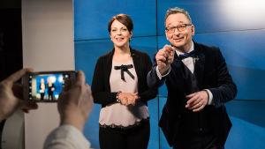Kuuluttaja Anna-Liisa Tilus saa Viron itsenäisyyspäivän kunniaksi rinnalleen ETV:n uutisankkurin Margus Saarin.
