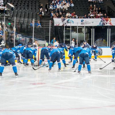 Finland laddar för match mot Slovenien.
