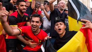 Glada belgiska fans.
