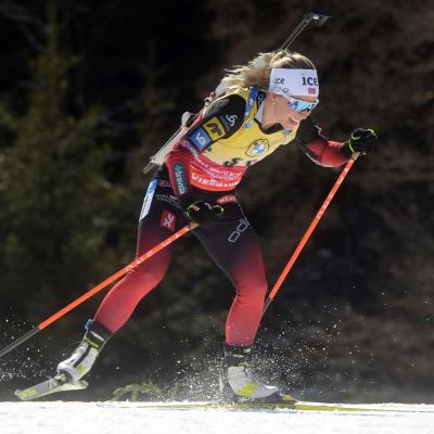 Tiril Eckhoff skidar.