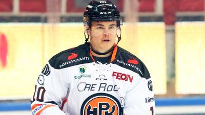 Ville Koistinen spelar ishockey.