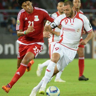 Ivan Esono (EQG) och Yassine Chikhaoui (TUN) i hård kamp.