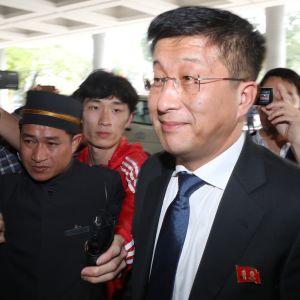 Kim Hyok-Chol, Nordkoreas chefsförhandlare i nedrustningsfrågor avrättades på en militär flygplats en månad efter toppmötet i Vietnam enligt Chosun Ilbo