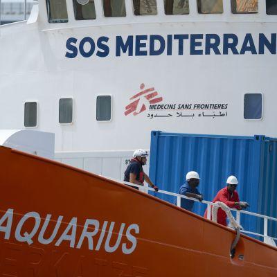 Besättningsmän ombord på Aquarius i en hamn på Malta den 15 augusti.