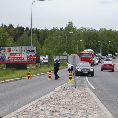 Liikennettä ohjataan Malmilla.