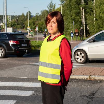 Tamperelainen vapaaehtoinen suojatiepäivystäjä Yvonne Ojala