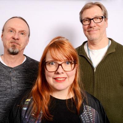 Juha-Pekka Sillanpää, Susanna Vainiola ja Jyrki Koskenseppä seisomassa