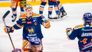Kristian Kuusela firar ett mål.