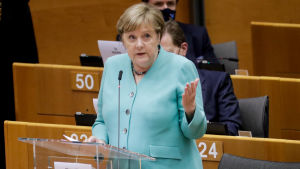 Angela Merkel talar till Europaparlamentet den 8 juli 2020.