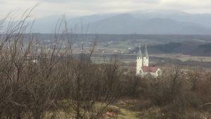 En kyrka utanför staden Gjakova i västra Kosovo.