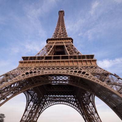 Eiffeltornet sett nedifrån