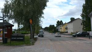 På bilden synns Strandvägen i Lovisa som just blivit så pass klar att bara asfalten fattas.