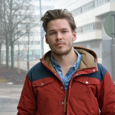 Axel Kalland utomhus, dimma i bakgrund
