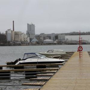 Småbåtsbryggan i Munkviken är ny och fin