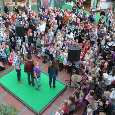 Massor med barn på BUU-dagen i Helsingfors.