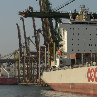 Singapore hör till de många länder som i år har förbjudit all handel med Nordkorea vars fartyg inte längre får besöka hamnen i Singapore