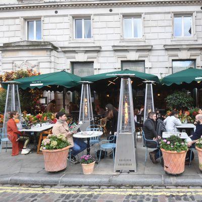 Ett café i Covent Garden i London 2.11.2020 strax före nedstängningen av England 5.11-2.12.2020