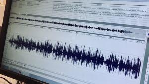 Den estniska nationalsången i ett radioediteringsprogram.