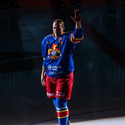 Tomi Mäestä tuli kaikkien aikojen jokeri – juhlapelistä tyylipuhdas voitto Slovan Bratislavasta