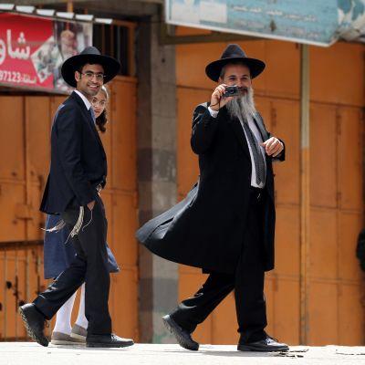 Hebronin siirtokuntalaisia uskonnollisena juhlapyhänä