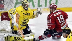 Sami Blomqvist anfaller för HIFK.