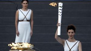 Katerina Lehou tänder facklan inför OS i Rio.