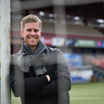 Tomi Maanoja på Myrbackastadion i Vanda.